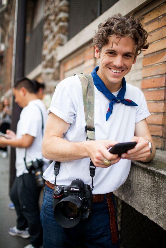 Look Masculino com Camiseta Branca Lisa e Bandana (1)