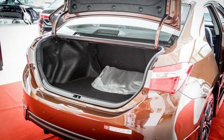Cốp sau rộng giúp chứa được nhiều đồ hơn thuận tiện cho người dùng
