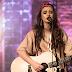 """Isadora Pompeo interpreta nova versão de """"Oi, Jesus"""" em vídeo inédito no YouTube"""