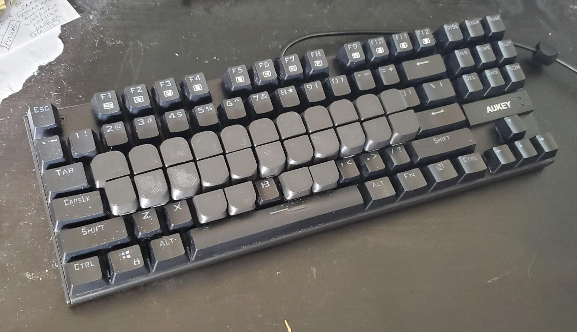 picture of qwerty keyboard with 3D printed steno keytoppers