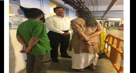 dhoti-clad-man-stopped-from-entering-paramnews-mall