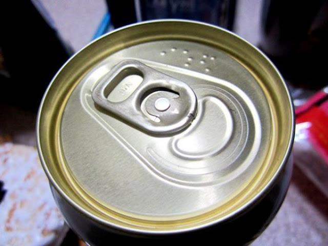 Uma lata de refrigerante para os cegos