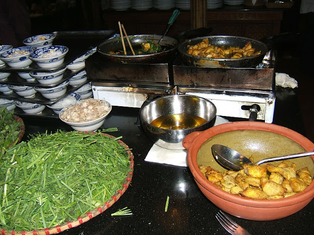 Cha ca La Vong (Hanoi Tumeric Fish with Dill) 1