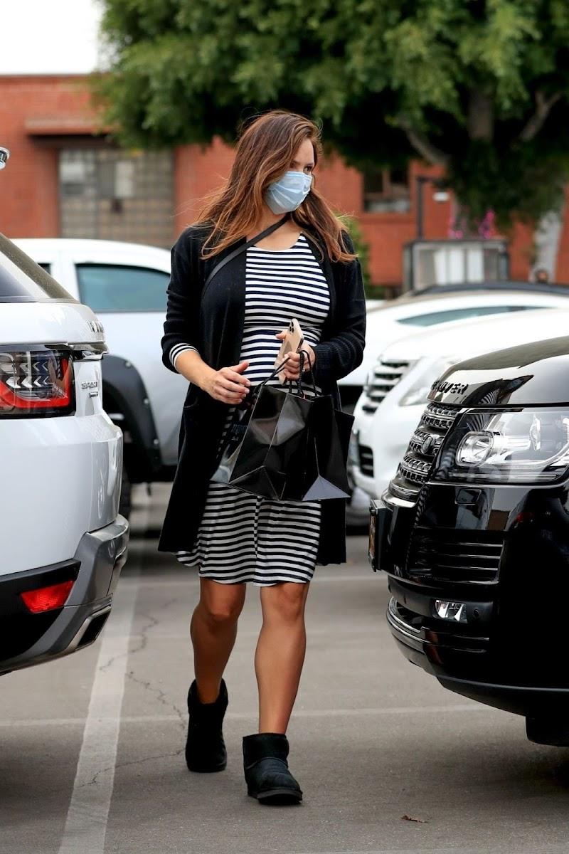 Pregnant Katharine McPhee Clicks at XIV Karats in Beverly Hills 23 Dec-2020
