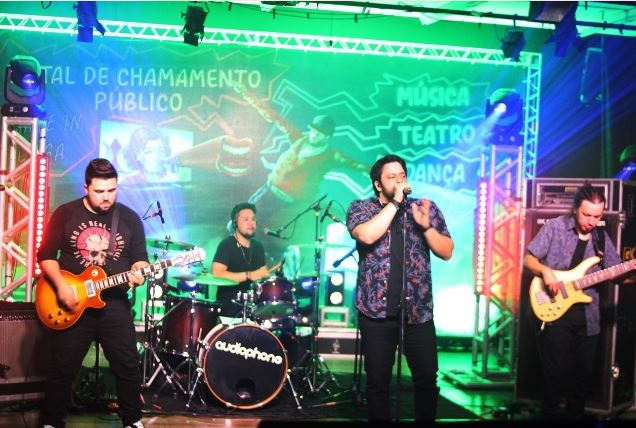 Live da Banda Audiophone encerra a primeira edição do Arte In Casa