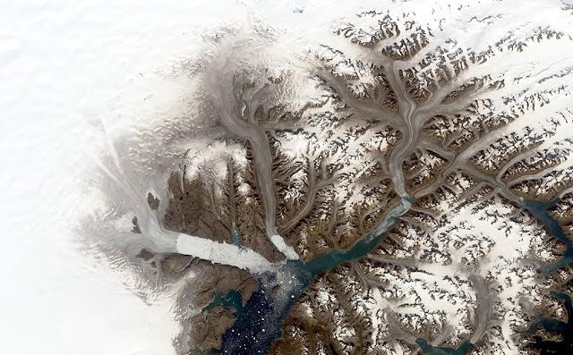 SATÉLITE DA NASA REGISTRA DERRETIMENTO DRÁSTICO EM GELEIRA NA GROENLÂNDIA