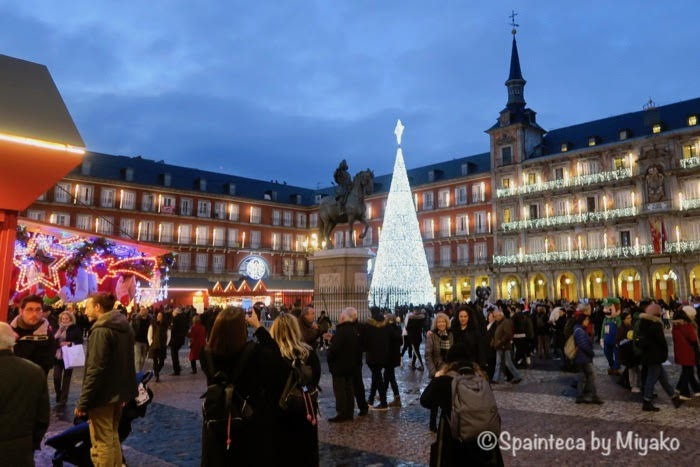クリスマスのイルミネーションが素敵なマドリードのマヨール広場