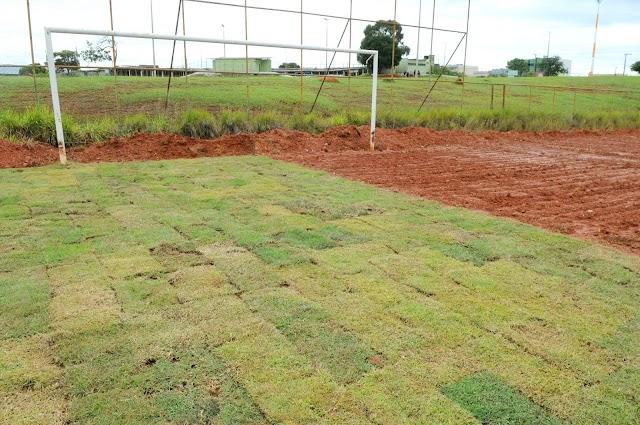 O Recantão ganha novo gramado e alegra a comunidade do Recanto das Emas! É o Campo de futebol localizado na Quadra 111/305