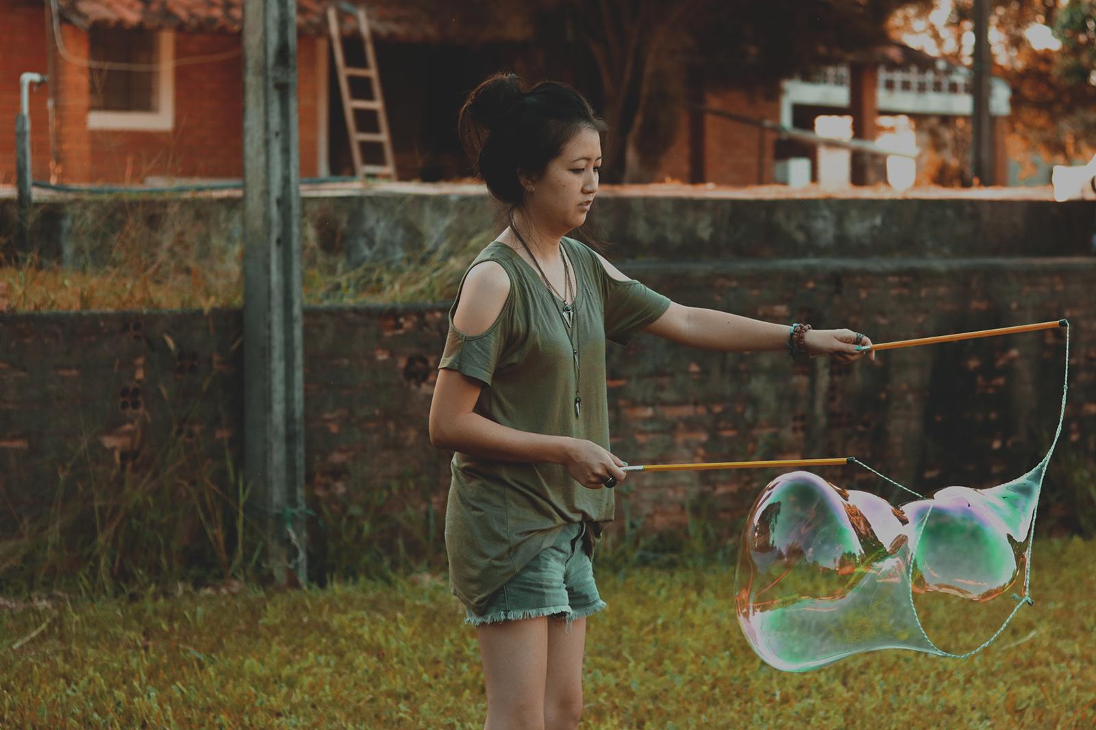 fazendo bolhas de sabão gigantes