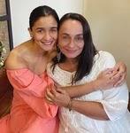आलिया भट्ट अपनी माँ सोनी राजदान के साथ