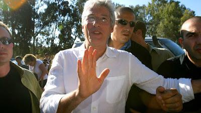 Richard Gere encanta fãs israelenses em Jerusalém