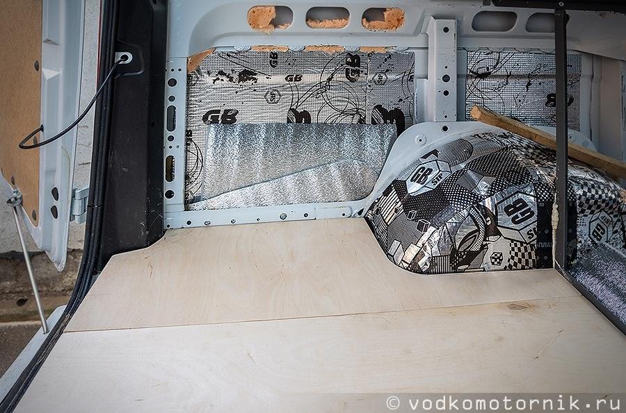 Сверху в Соболь 4х4 - положил фанеру 10 мм.