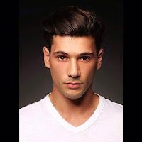 Deniz Can Aktas sebagai pemeran Burak atau Ronaldo