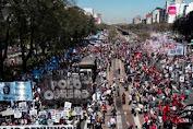 Ribuan Warga Argentina Berdemo Tuntut Perbaikan Ekonomi