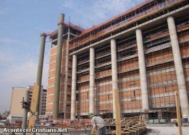 """Construcción del """"Templo de Salomón"""" de Brasil"""
