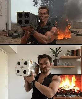 Imitación escena cine Arnold Schwarzenegger