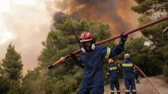 Διασωληνώθηκαν στο ΚΑΤ δύο εθελοντές πυροσβέστες με εισπνευστικά εγκαύματα
