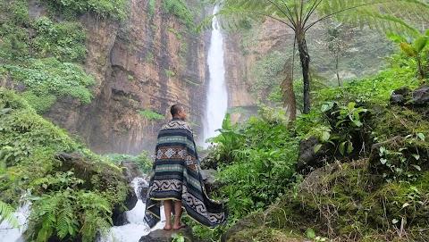 Jelajah Air Terjun Kapas Biru Lumajang