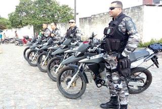 Três são detidos por policiais do 4º BPM por porte ilegal de arma e mandado de prisão