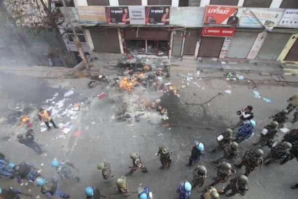 Violence grips Trilokpuri area in east Delhi!!