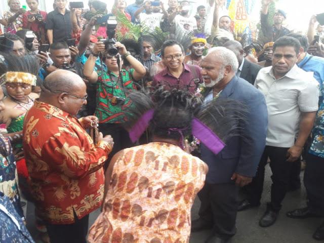 Pertegas Kerjasama Ekonomi Papua - Madang, Peter Yama Kunjungi Lukas Enembe