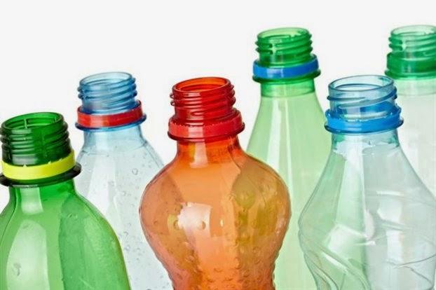 Γιατί δεν πρέπει να πίνουμε απευθείας από το πλαστικό μπουκάλι