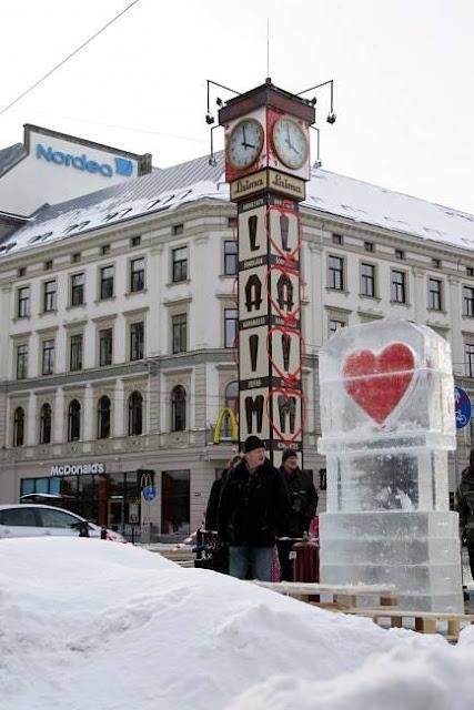 """Февраль 2010 года. Рига. Часы """"Лайма"""" и ледяная скульптура"""