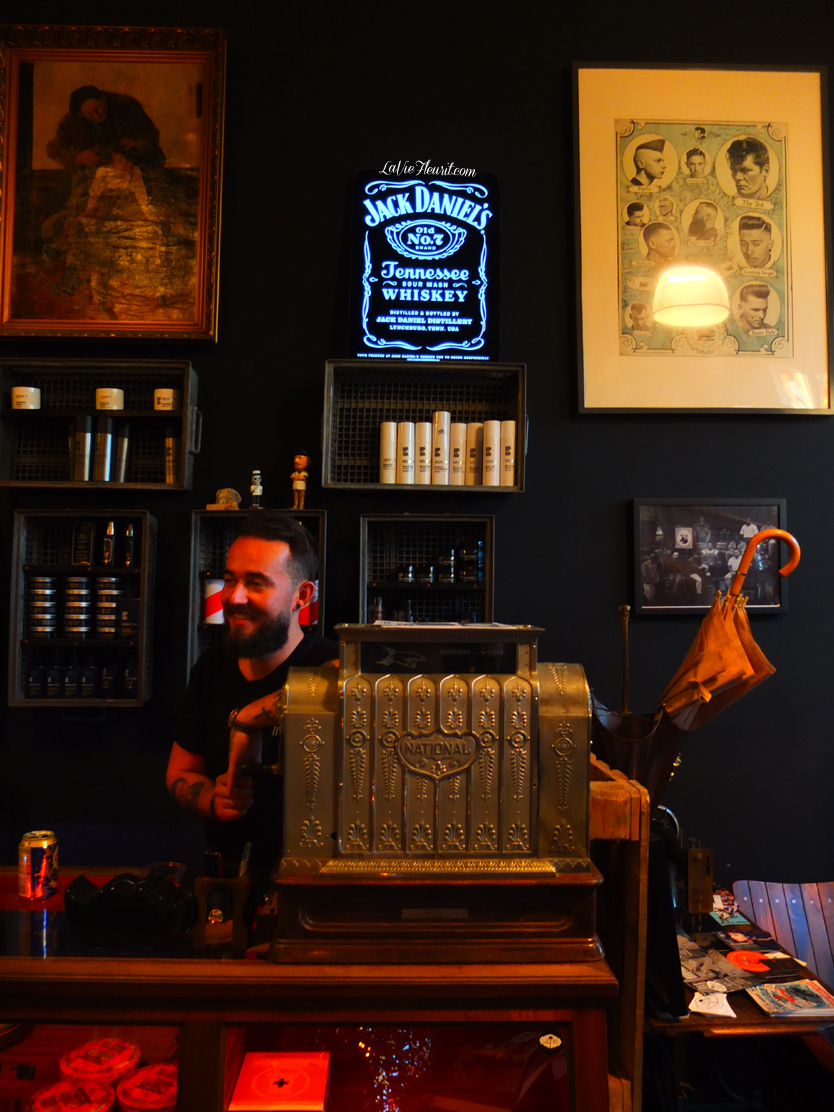 jack daniels, whiskey, jd, booze, drink, barber, men, antwerp, weekend, cocktails, drinks, drank, chaplins, lifestyle, lifestyleblogger, lifestyleblog, foodblog, foodpic, foodphotography, barbershop, haircut, man, life, rock, food, foodblogger, LaVieFleurit.com,