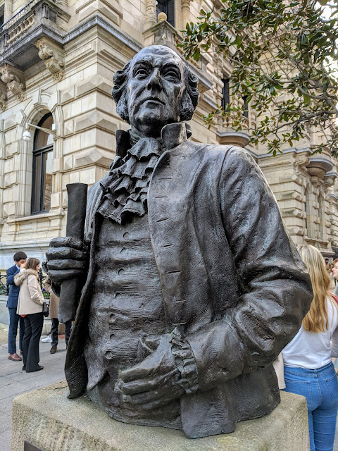 What to see in Bilbao in winter: Statue of U.S. President John Adams