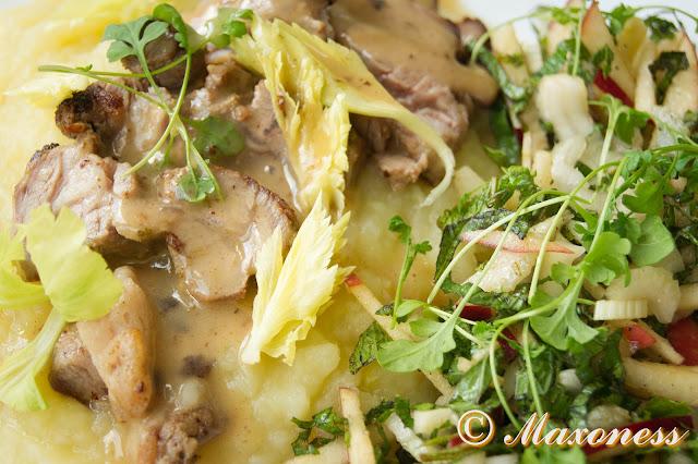 Ягнятина с горчицей, ирландское пюре и салат с яблоком от Джейми Оливера