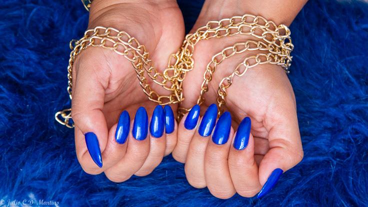 Classic Blue: esmalte azul com a cor do ano de 2020