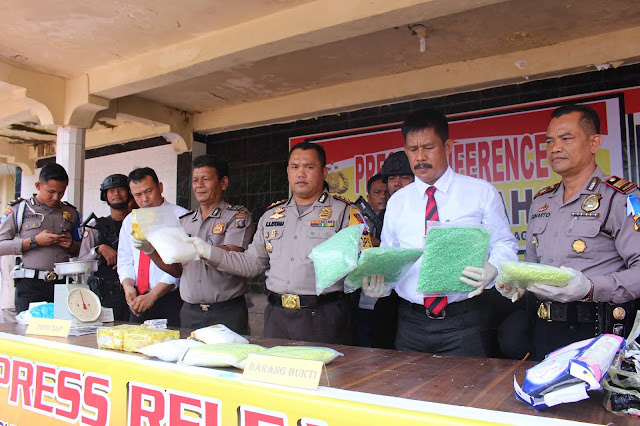Kapolres Asahan memaparkan penemuan narkoba di Asahan.