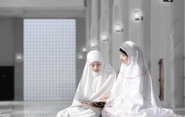 Mukena Bali Menjadi Trend Muslimah Masa Kini