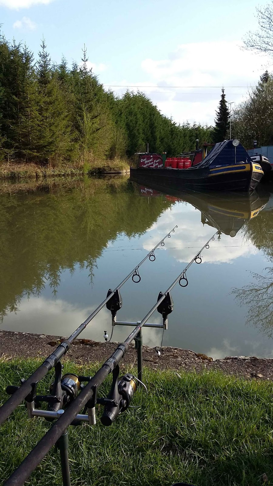The lure of angling canal carp a crisis of confidence for Where can i buy worms for fishing near me