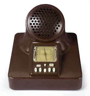 Castiglioni's unique bakelite radio, the  Fimi-Phonola 547