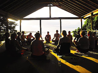 yoga, yoga for expats, sunday, roatan, foreign residents, expats, activity, wellness, good energy, sunday yoga for expats