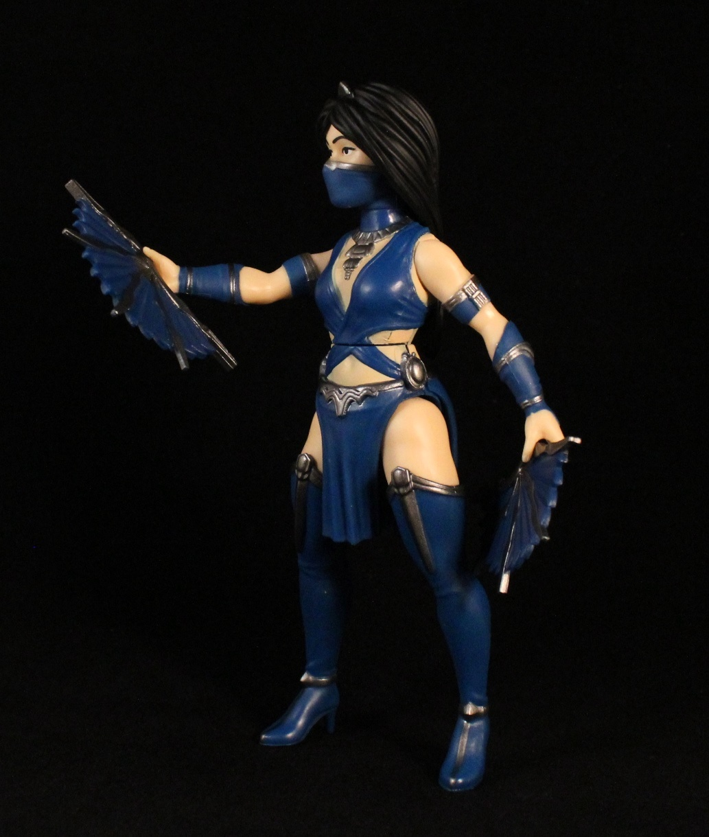 Mortal Kombat 11 Gameplay Shows Kitana and Cetrion in