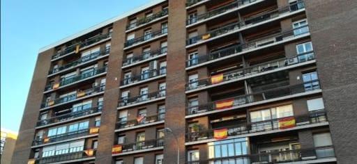 Balcones con banderas rojigualdas
