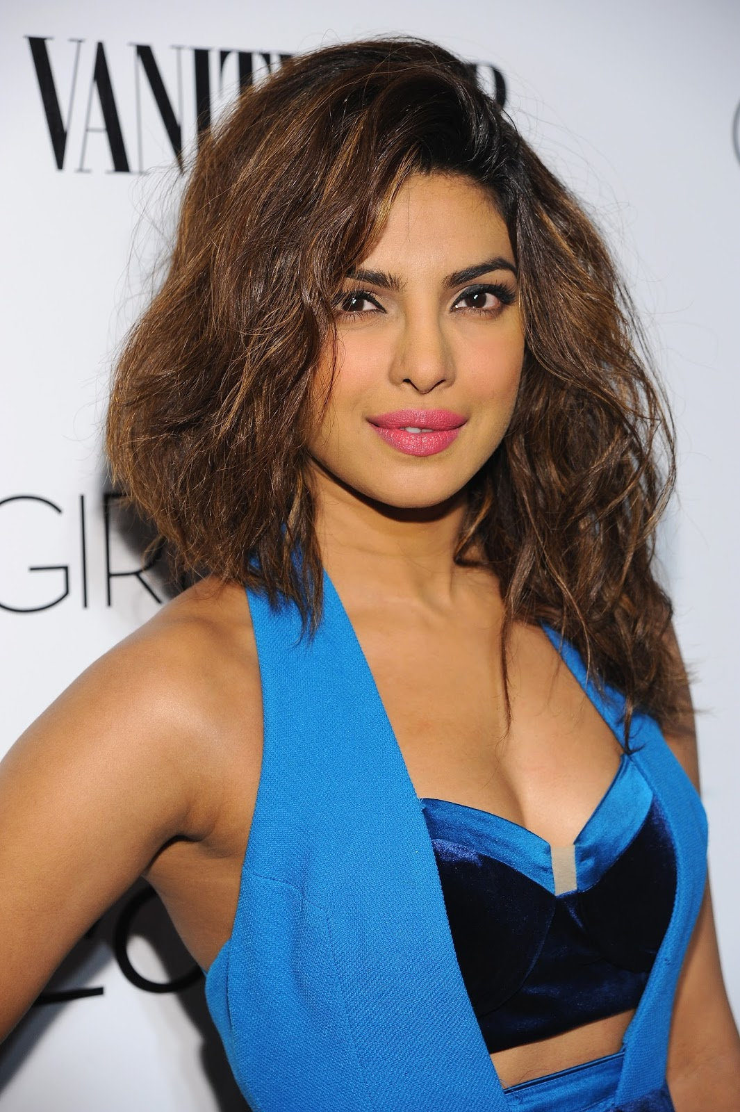 Priyanka Chopra Looks Smoking Hot At Vanity Fair & L'Oreal ...