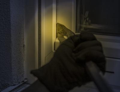 6 Kebiasaan yang Tanpa Disadari Bisa Mengundang Pencuri Masuk ke Rumah