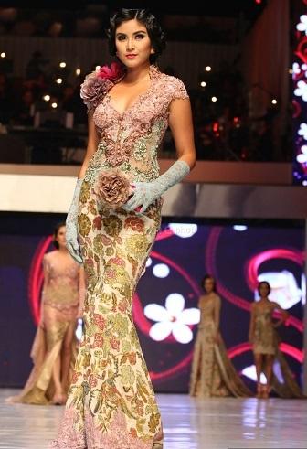 Baju Kebaya Modern Anne Avantie Yang Cocok Untuk Orang Gemuk