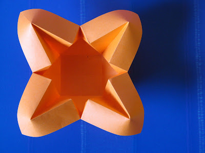 Origami Vaso con petali, vista dall'alto - Vase with petals, top view by Francesco Guarnieri