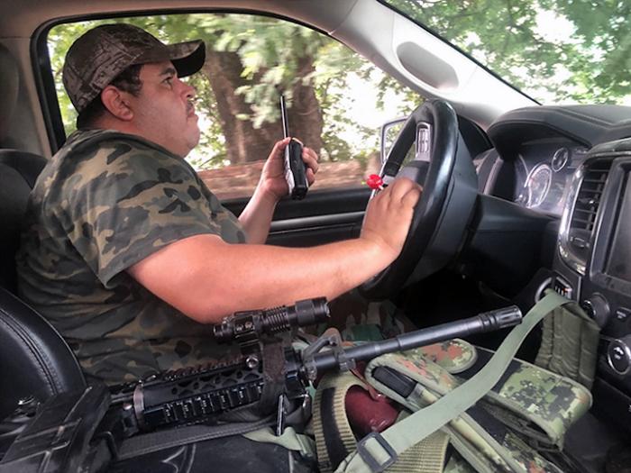 """""""Tengo siete años con un rifle colgado estoy enfadado, pero si lo suelto me matan"""" dice el Comandante Chopo de Cárteles Unidos en Michoacán"""