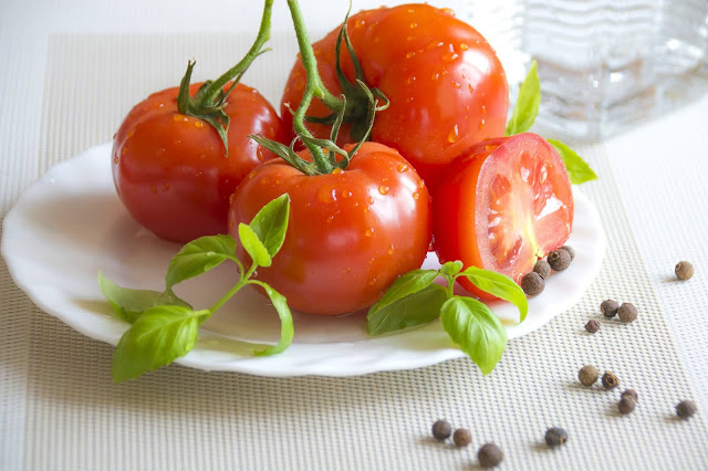 Photo of a pile of tomatoes on a plate