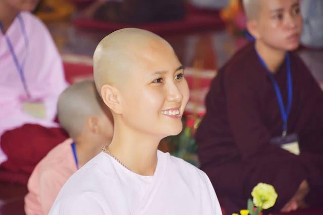 Nguyễn Thị Hà bất ngờ xuống tóc