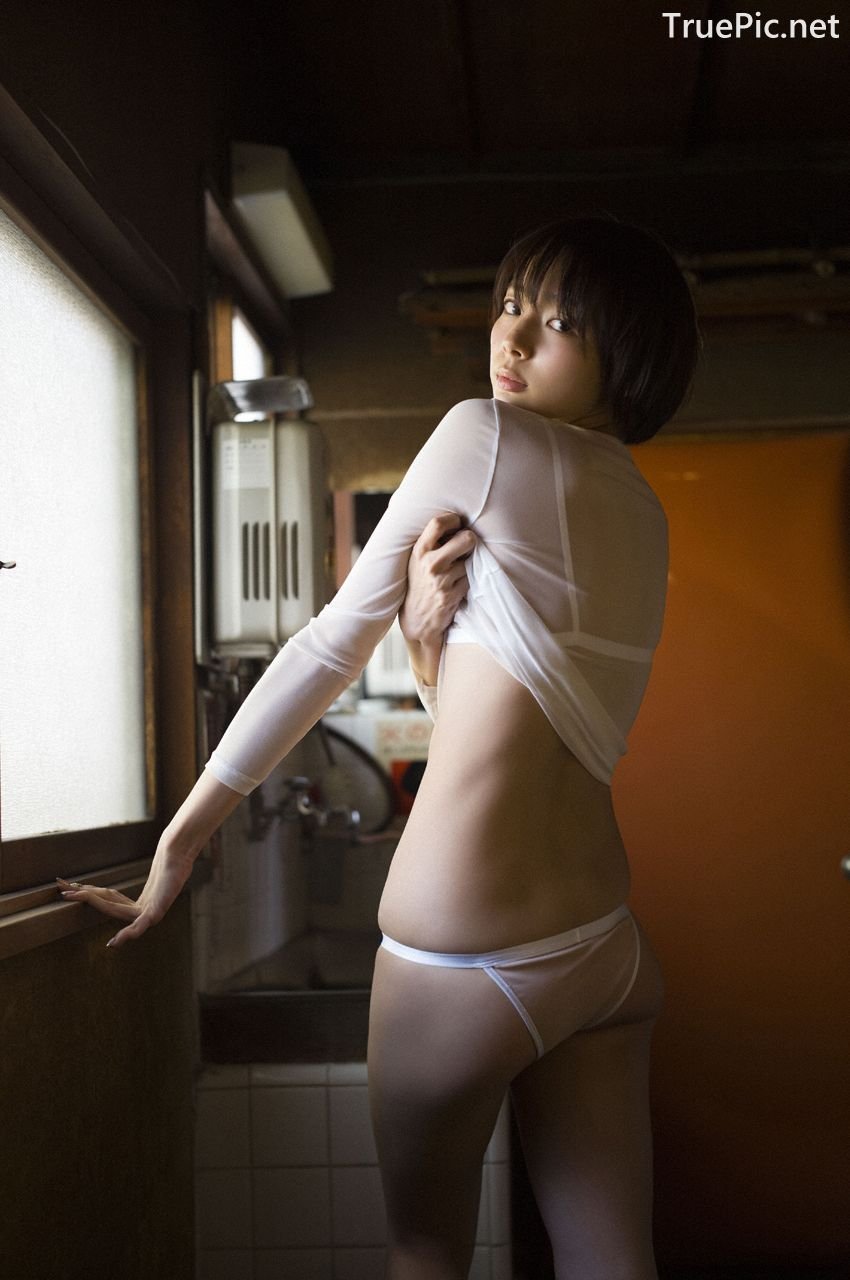 Image-Japanese-Model-Sayaka-Okada-What-To-Do-When-Its-Too-Hot-TruePic.net- Picture-2