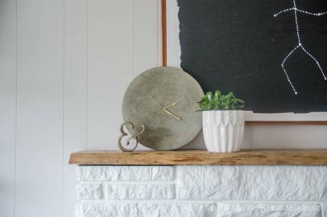reloj geométrico con cemento