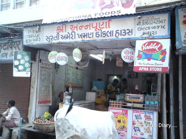 A Juice and Khaman shop in Mathura