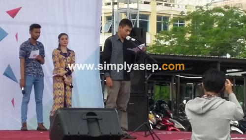 SAMBUTAN: Direktur JEWITA KALBAR Aristono saat memberikan kata pengantarnya menjelang acara pembukaan Kalbar Extravaganza 2018 di Ahmad Yani Mega Mall Pontianak (4/5). Foto Asep Haryono