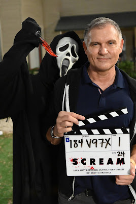 Kevin Williamson and Ghostface on the set of SCREAM 2022